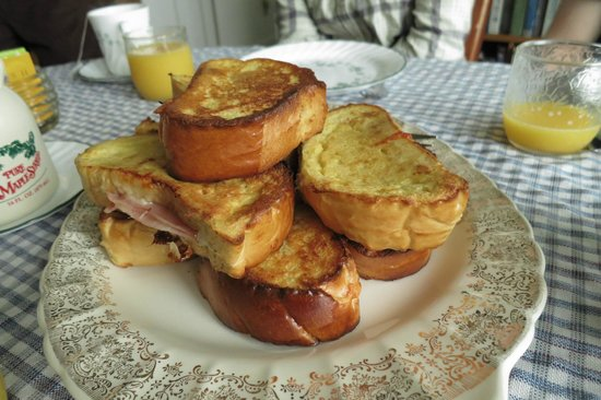 Windy Hill Bed & Breakfast : Ham & Cheese French Toast