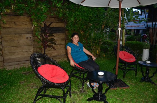 Claremont Angkor Boutique Hotel: cool and shady garden area; feeling great