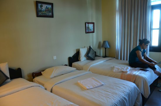 Claremont Angkor Boutique Hotel: spacious hotel room with comfy beds and wide windows