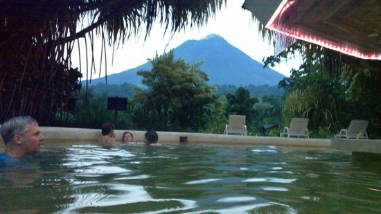 Arenal Paraiso Hotel Resort & Spa: great view from the pool