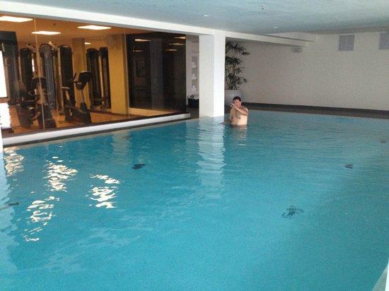 Wyndham Garden San Jose Escazu: Amplia piscina