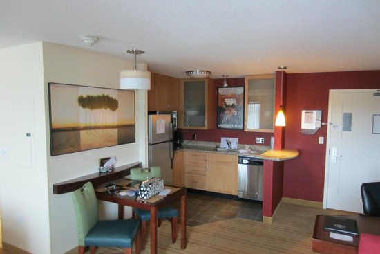 Residence Inn Portland Airport at Cascade Station: Kitchen