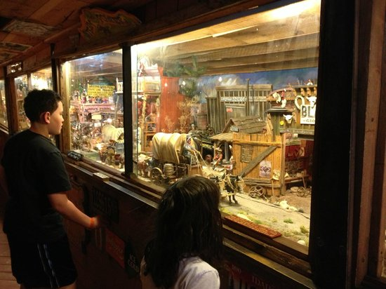 Tinkertown Museum: many of the exhibits were interactive