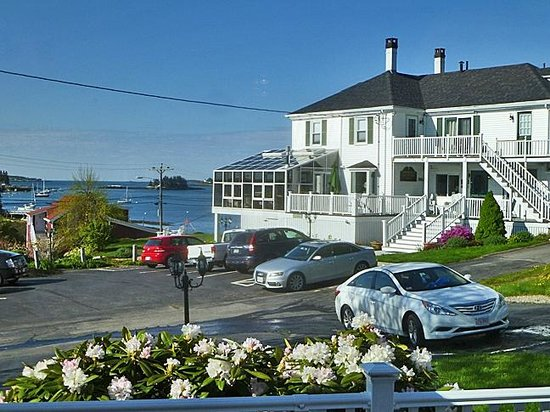 Greenleaf Inn at Boothbay Harbor: Admiral's Quarters (note the sunroom on the corner)