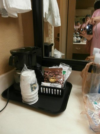 Quality Inn & Suites Fort Jackson Maingate: coffee pot- nice