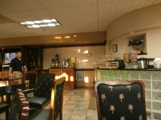 Quality Inn & Suites Fort Jackson Maingate: breakfast area