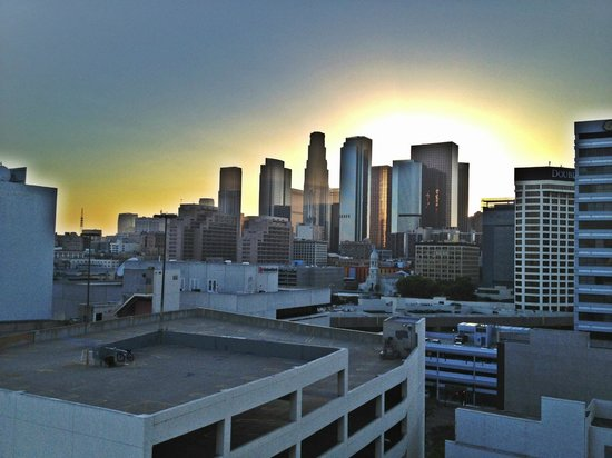 Miyako Hotel Los Angeles: View from our room at Sun down