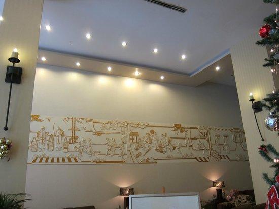 Asian Ruby Luxury Hotel: wall decoration