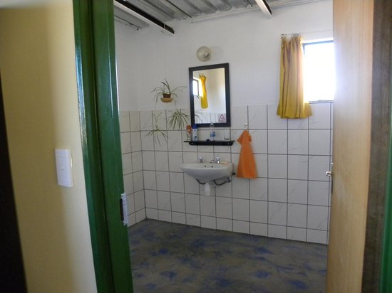 Capricorn Rest Camp: bathroom was clean and bright
