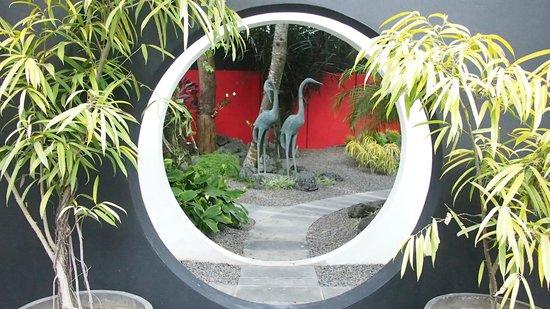 Arvina Villas: Courtyard entrance