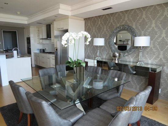 The Residences at Crystal Towers: Dining Room