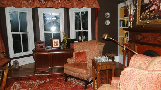 Chestnut Hill Bed & Breakfast Inn: Public Room