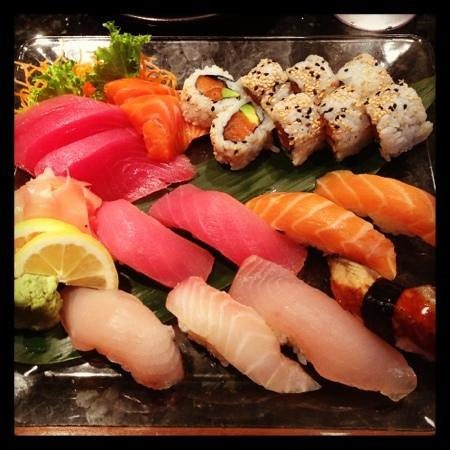 Japanese Restaurant Masamune: sushi and sashimi lunch substituted with a salmon avocado roll instead of California