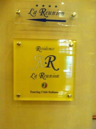 Residence La Reunion : Front door sign