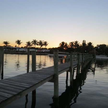River Palms Cottages and Fish Camp: The dock