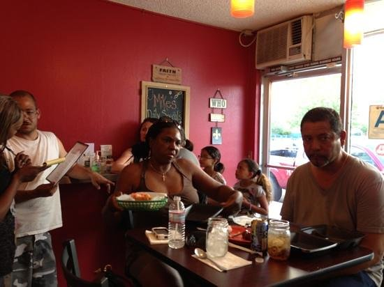 Lee Esther's Creole and Cajun Cooking: Standing room only