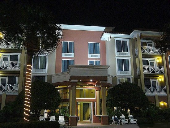 SummerPlace Inn: Exterior view at night