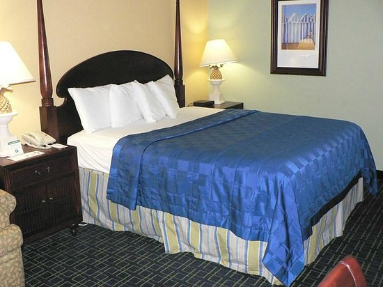 SummerPlace Inn: Comfy bed