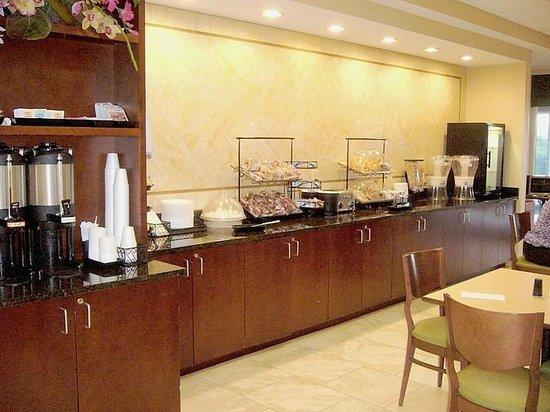 SummerPlace Inn Destin FL Hotel: Breakfast choices