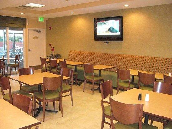 SummerPlace Inn: Breakfast room
