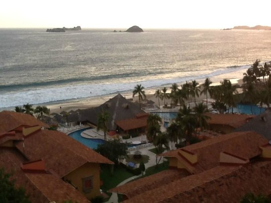 Holiday Inn Resort Ixtapa: The view from our suite