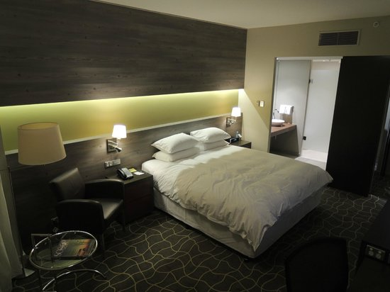 room picture of four points by sheraton perth perth. Black Bedroom Furniture Sets. Home Design Ideas