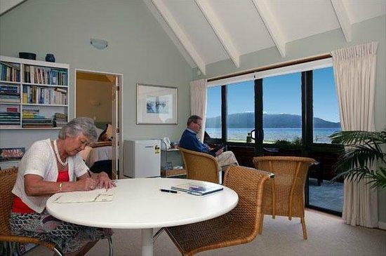 Helen's Waikanae Beach B&B / Homestay: Dining or relaxing