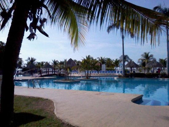 Hotel Playa Blanca Beach Resort: Piscina muy agradable