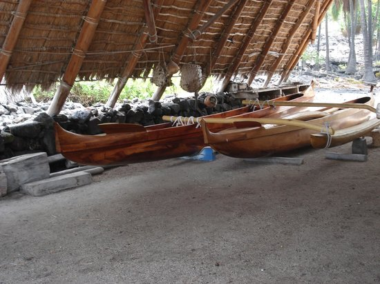Pu'uhonua O Honaunau National Historical Park: 美しいカヌー