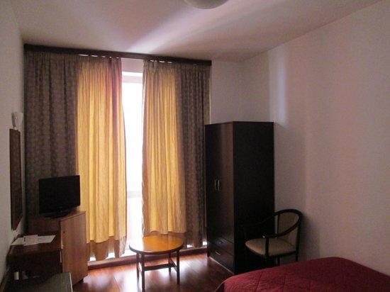 โรงแรมอาเรธูซา: カーテンはシングル