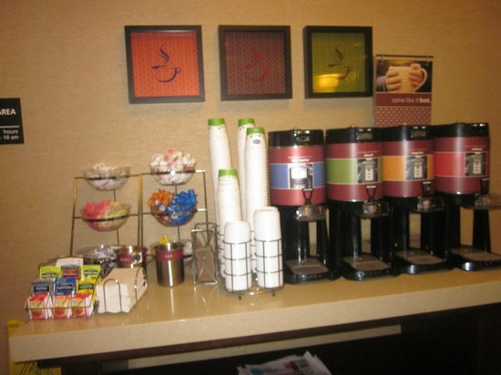 Hampton Inn Scranton at Montage Mountain: Coffee and tea station--available free 24/7