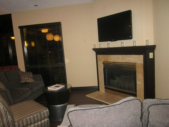 Hampton Inn Scranton at Montage Mountain: Front Lobby Sitting Area