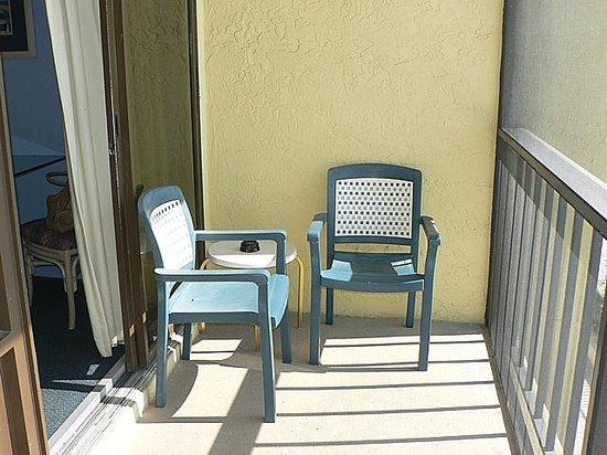 Good Shoreline Island Resort: Balcony Furniture