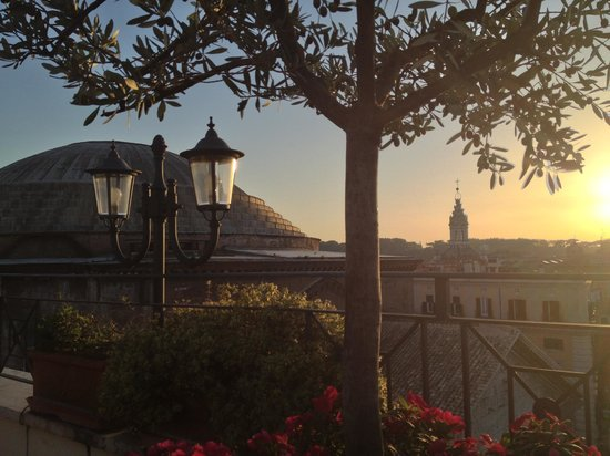 Albergo del Senato: Sunset in Rome, from the del Senato's rooftop wine bar