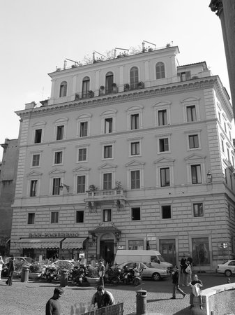 The front of the Albergo del Senato, taken from the Pantheon portico