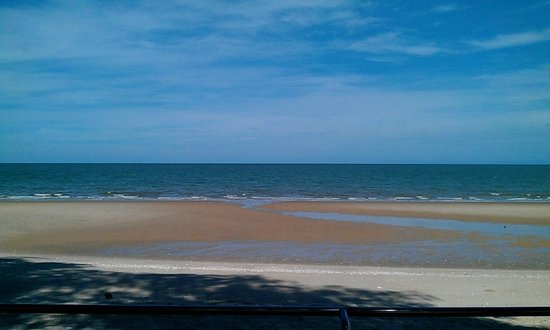 Eurasia Cha-am Lagoon: ริมหาดช่วงเย็น น้ำลง