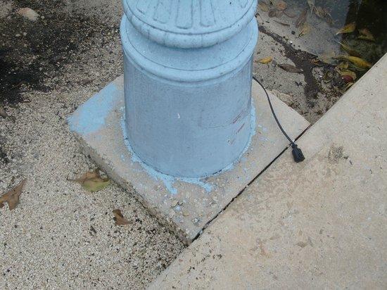 Sandyport Beach Resort: slopy paint job is typical