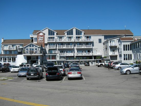 Trade Winds Inn: view of hotel