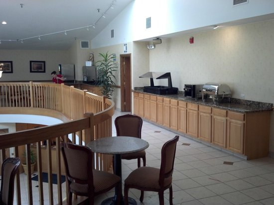 BEST WESTERN Hospitality Hotel & Suites: Breakfast area