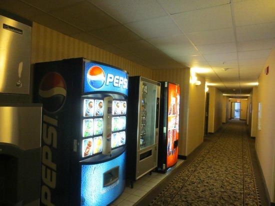 Quality Inn: Vending Machines VERY NOISY