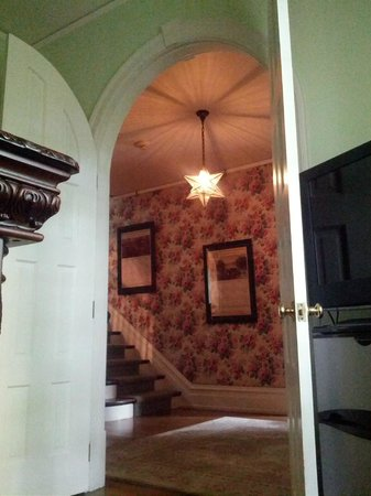 Stony Point Bed & Breakfast: view from bar into entry