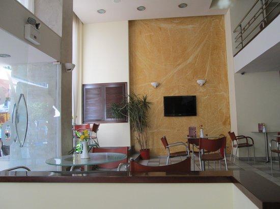 Glaros Hotel : ロビー