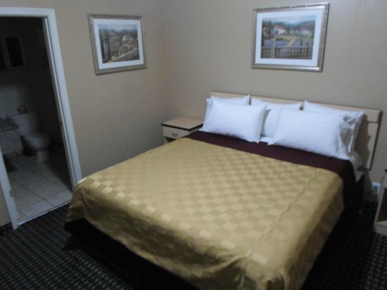 Napa Discovery Inn : King Size Bed