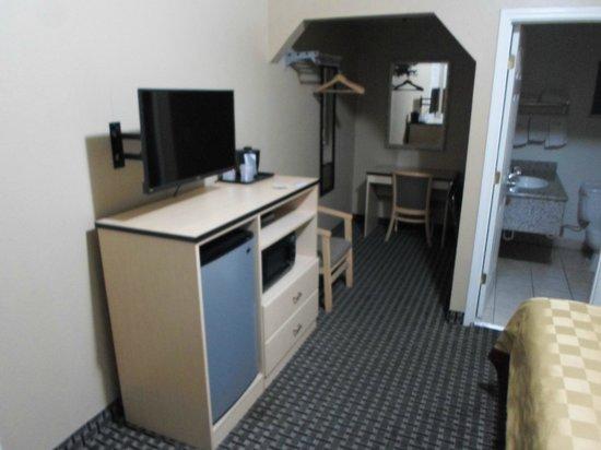 Napa Discovery Inn : Fridge, Microwave