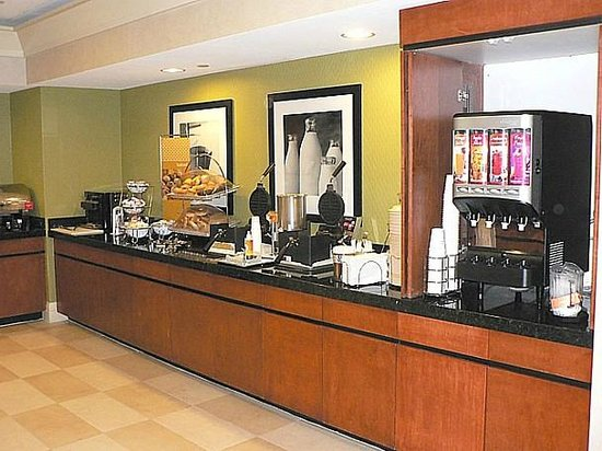 Hampton Inn Ft. Lauderdale /Downtown Las Olas Area, FL.: Breakfast is served