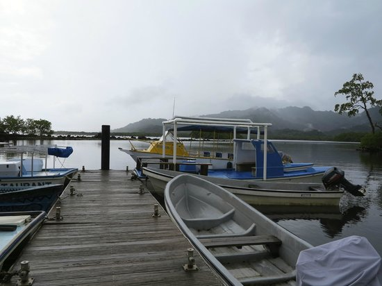 Kosrae Nautilus Resort: one of 2 dive boats - yellow one