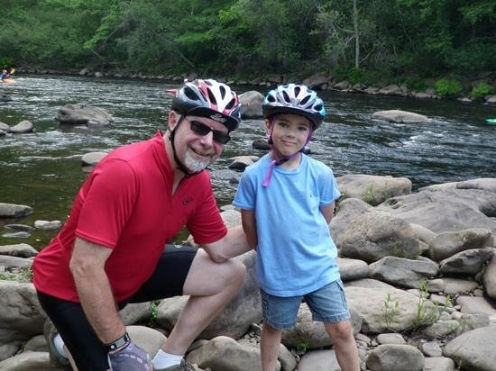 Pocono Biking : Be sure to stop along the trail to enjoy the scenery