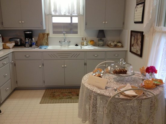 Lillie Marlene, A Fredericksburg, Texas Guesthouse: Kitchen