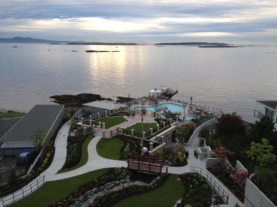 Oak Bay Beach Hotel: View from my room (over the Spa and Pools)