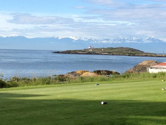 Oak Bay Beach Hotel: Golfing at Victoria Golf Club next door